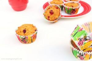 cranberry pumpkin muffins | Roxanashomebaking.com