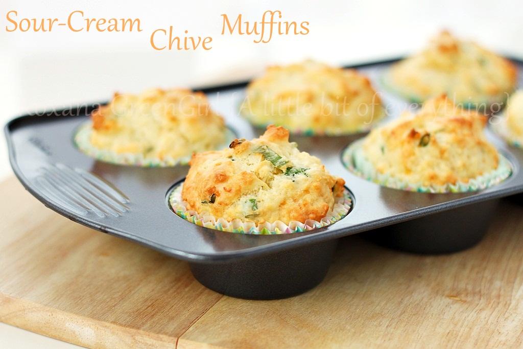 sour cream chive muffins | roxanashomebaking.com