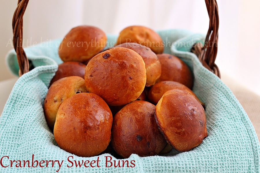 Cranberry sweet buns