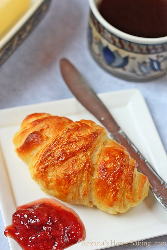 Homemade croissants | roxanashomebaking.com