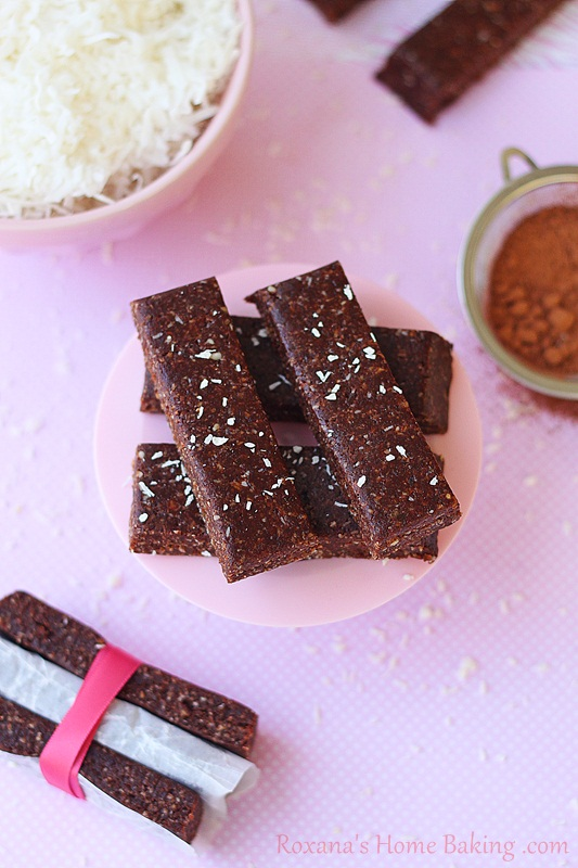 homemade chocolate coconut chew larabar | roxanashomebaking.com