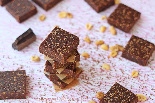 Homade peanut butter chocolate larabars