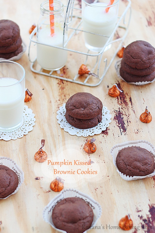 pumpkin kissed brownie cookies | roxanashomebaking.com