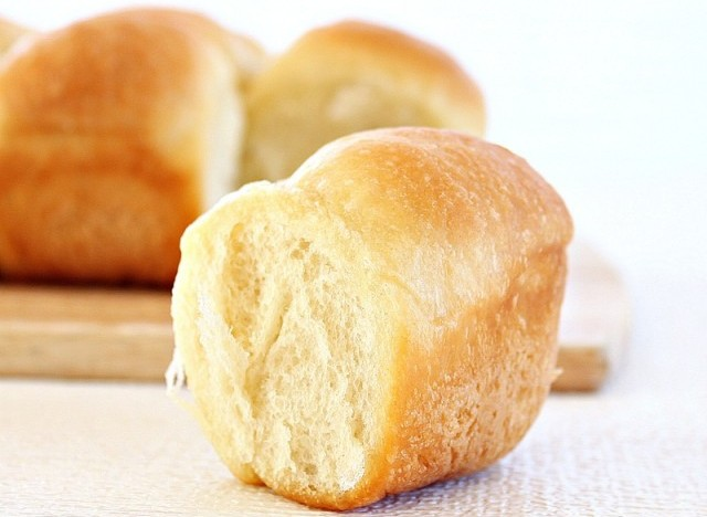 dinner rolls recipe house of annie these homemade buttery dinner rolls ...