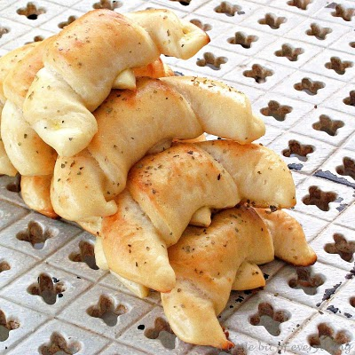 Cottage Cheese Crescents recipe from Roxanashomebaking.com
