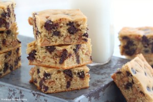 peanut butter and chocolate chips bars recipe
