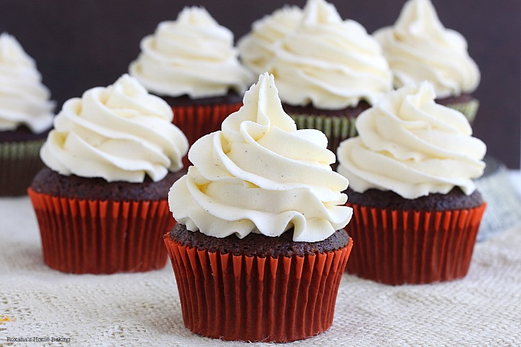 Super Moist Chocolate Cupcakes With Vanilla Buttercream ...